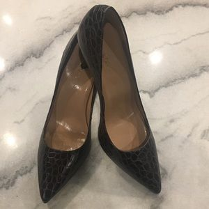 Talbots// croc embossed pointed heels, size 10.5